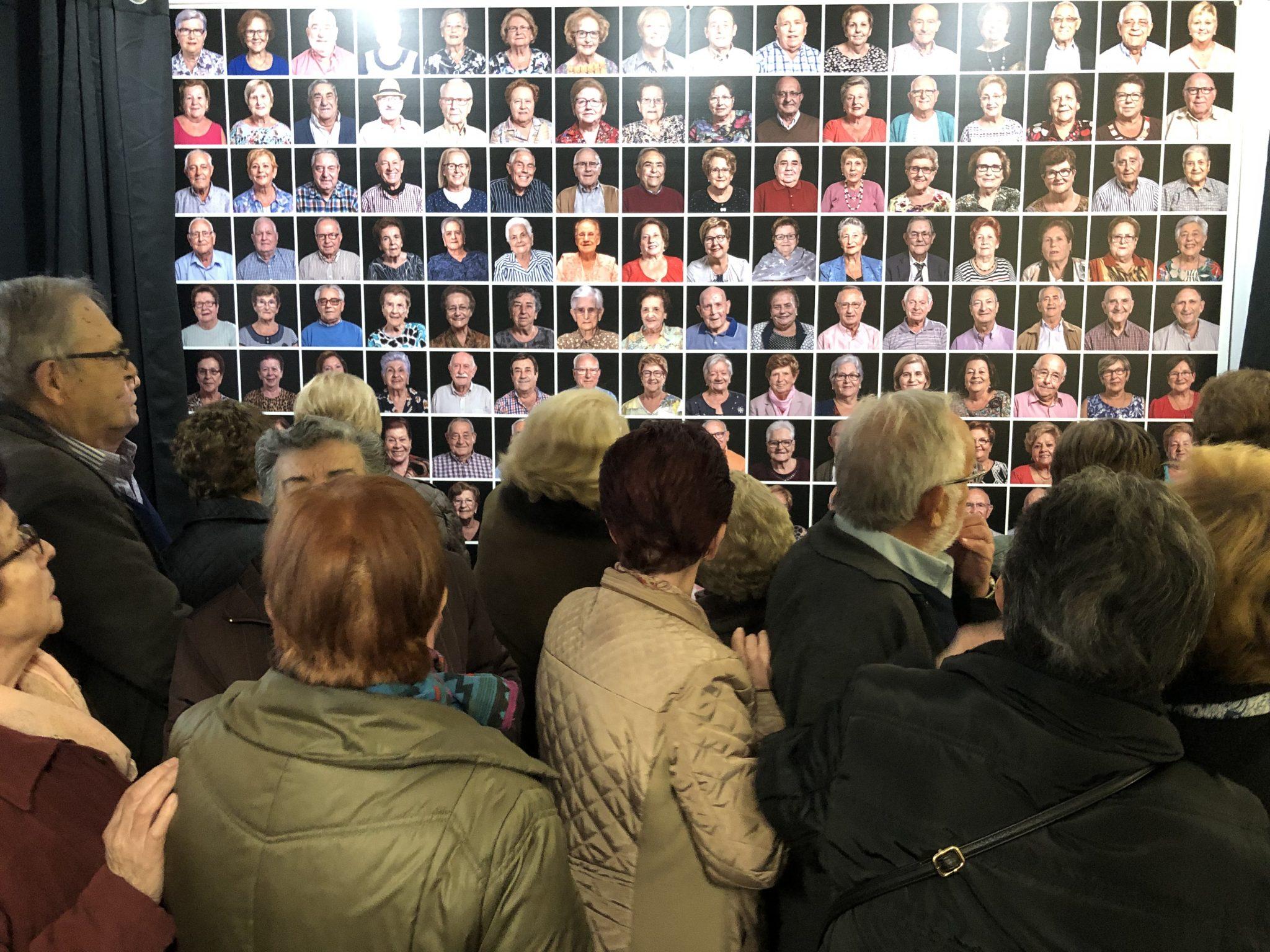 inauguración panel fotográfico retratos Almoines